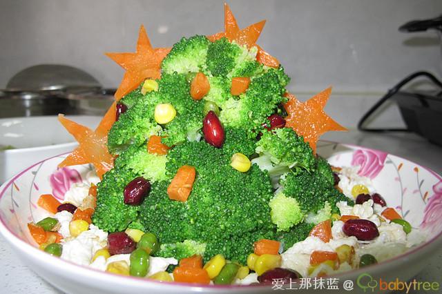 为了让孩子们更喜欢吃蔬菜,我把西兰花做成圣诞树的样子-爱的味道
