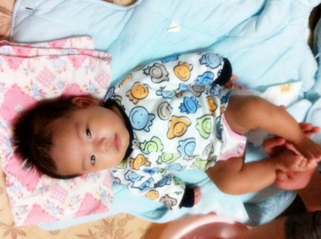 宝贝把腿长大点-还有宝宝脸白腿黑吗图片