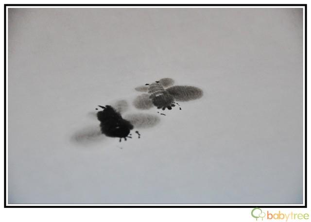 老师又几笔画了两只牛蜂,尤其是那翅膀,很有正在震动的感觉.-水